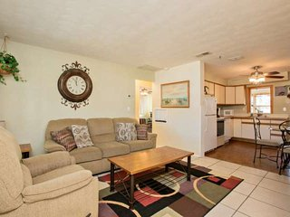 Charming Ormond by the Sea Beachside Home-WiFi, Garage, Fenced Privacy Yard, Ormond Beach