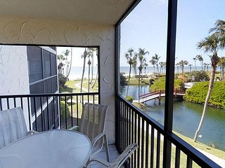 Gulf and pool view corner unit, Isla de Sanibel