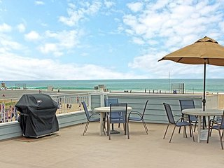 Endless Views from Rooftop Deck-Huge Oceanfront Condo-Newly Remodeled (68167), Newport Beach