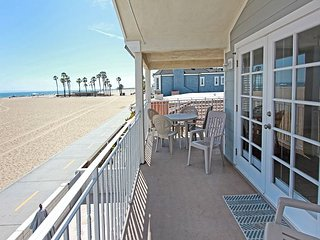 Newly Renovated Triplex, Ocean Front, Private Balcony, Views, BBQ ! (68166), Newport Beach
