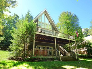 Arovista is all you could wish for in a mountain retreat! Stroll through shady trails of trees to your level lakefront for an afternoon of fun and sun., Swanton