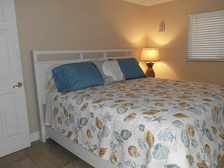 Comfortable, 2 Bedroom 2 Bath  Condo Retreat, Saint Pete Beach