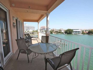 Pet Friendly Waterfront, Free Wi-Fi & Cable, Pool, Beach Gear, W/D, Parking- 403