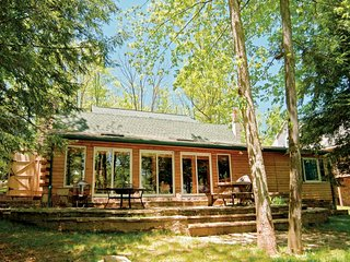 This cozy cabin is more spacious than it seems!  Bear Creek Lodge models the