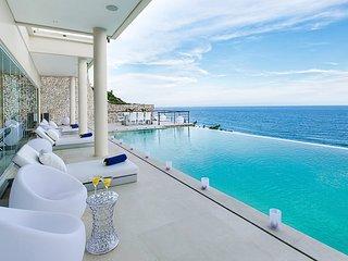 Grand Karma. Hip modern design cliff-front villa, Ungasan