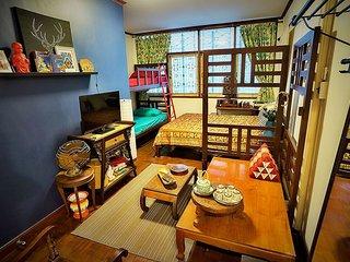 Tailorbird B&B: Charming Oriental Chamber near BTS Phrom Phong