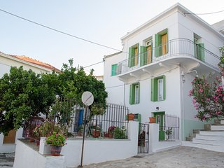Thelgitro a Traditional House in Skopelos Town