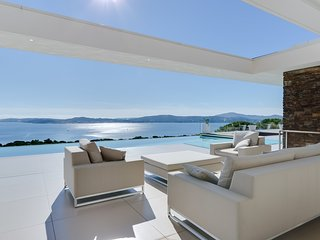 Modern villa with a fantastic view of the Gulf of Saint Tropez, Port-Grimaud