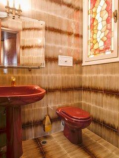 Half bathroom (toilet only)