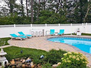 Private Saltwater Pool, King Bed, 4BR, 2 BA, Tennis, Bike Path - BR0644