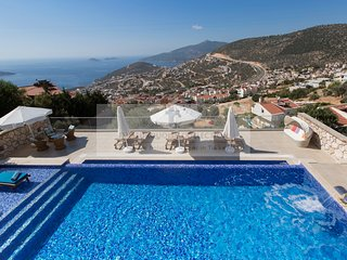 Villa Topcu - 5 Bedroom villa with private pool & jacuzzi on the roof terrace.