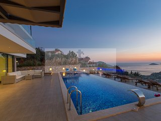 Villa Topcu - 5 Bedroom villa with private pool & jacuzzi on the roof terrace., Kalkan
