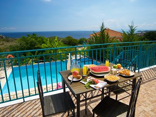 IDEAL FAMILY RETREAT IN SKALA WITH AMAZING SEA VIEWS (M)