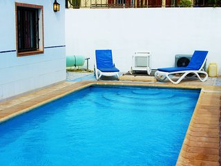 La Quinta 214 - 3 bed villa with heated pool, air con and wi-fi