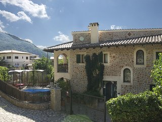 Picturesque restored town house with private pool in Valdemossa, Valldemossa