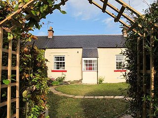 3 BURNSIDE COTTAGES, romantic retreat, open fire, WiFi, decked and lawned garden