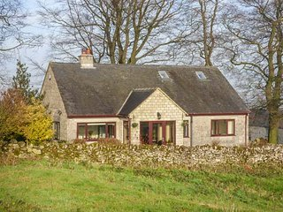 THE BEECHES, detached, dorma bedroom, woodburning stove, near Winster, Ref 947606
