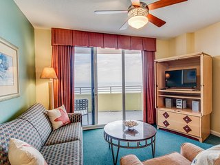 Luxurious, oceanfront condo w/ shared pools, lazy river, waterslide, hot tub!, Daytona Beach