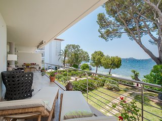 SPECTACULAR SEAFRONT APARTMENT VORA D´OR LOCATED IN PINE WALK 4 BEDROOMS