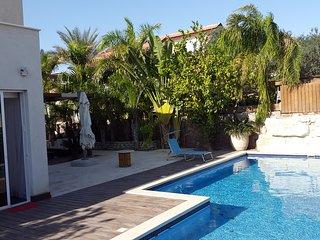 """VILLA CALYPSO, habitacion con baño compartido """"LA LINDA"""", Eilat"""