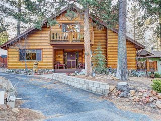 Dog-friendly cabin minutes from Big Bear Lake, Big Bear Lake Village, skiing!
