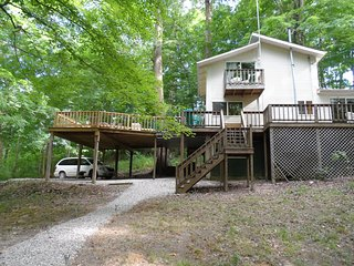 On a Lark, close to lake fishing/swimming, hot tub, grill, fire ring, pool table