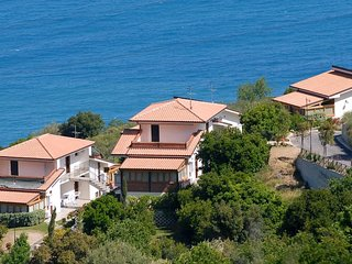 Apartment equipped with modern comforts  surrounded by green park and pool, Capo d'Orlando