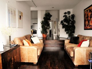 Cool, calm, sophisticated 2BD house in Tooting Bec