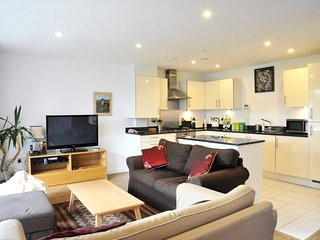 Wonderful, Bright Greenwich Apartment Sleeps 7 !