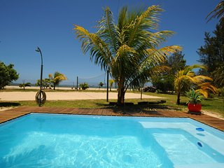 Chalet Cardinal, villa for 1 - 4 'on the sand', with pool