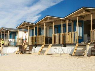 Geweldige strandhuisjes OP het strand, Wijk aan Zee