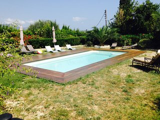 Beau 3p dans villa, piscine,vue mer et barbecue