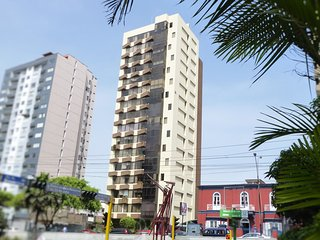 MIRAFLORES - MALECON BALTA: friendly apartment, best location, safe, clean, pool, Lima