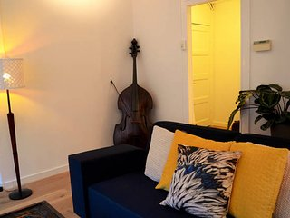 Modern apartment with two bikes, best for couples., Ámsterdam
