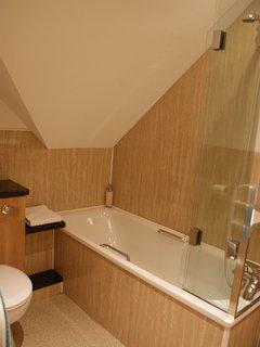 TAMMIE NORIE Bathroom from door