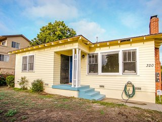 Quaint duplex on a quiet street w/ enclosed yard - a mile from the ocean