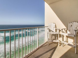 Beachfront condo w/ great views, shared pool/hot tub/sauna - snowbirds welcome!
