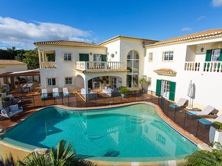 A stunning 6 bedroom villa, sleeps 12.  Panoramic views, Luz