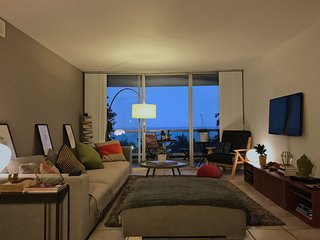 Seaside Bliss - 2 Bedroom Direct Ocean View Living, Miami Beach