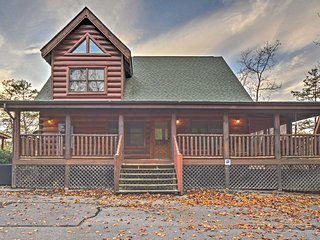 4BR/4.5BA Sevierville Cabin w/ In/Outdoor Pool!