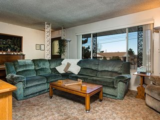 3BR Cottonwood Heights Home w/ Large Hot Tub - Easy Access to Skiing & Hiking