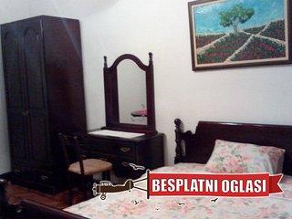 Double room ,shared bathroom,center of Novi Sad