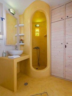 Bathroom of Katogas