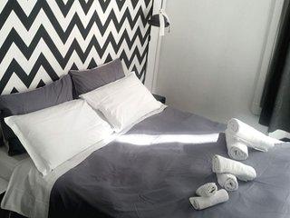 B&B Next Stop Colosseum- black&white room