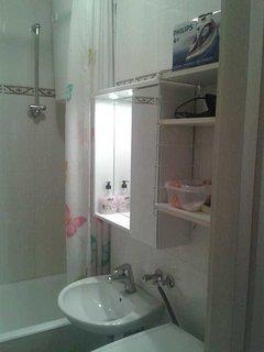 bathroom: bathtub, washbasin with mirror, washing machine