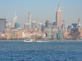 !! Stunning Apt, Striking Views of Manhattan Skyline!!Summer Offer!! -41QA, Jersey City