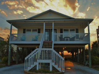 Classic Topsail Island Beach Cottage Just Steps Away from Everything You Need, Surf City