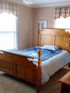 Large second bedroom with Queen