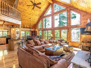 The Hive Luxury Mountain Log Home at Shawnee Peak / Moose Pond, Bridgton