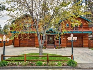 Luxurious 4,160 sq. foot beautiful Mountain Home. Sleeps 18, dining for 18,bbq